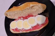 Broodje tartaar speciaal met ui en ei